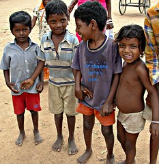 Children - Tanjore, Tamil Nadu, India (FabIndia) Tags: india kids south palace barefoot tamil nadu tanjore earthasia