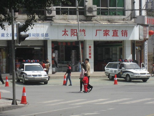 Police presence in Chengdu's Tibetan neighborhood