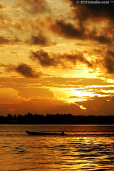 Fisherman going to sea (2121studio) Tags: nature sunrise golden boat nikon d70s ali malaysia sabah seafest semporna subuh thelandbelowthewind matahariterbit 2121studio kuantanphotographer pahangphotographer