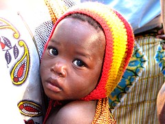 Viaggio Caia  - un altro piccolo tesoro (Nuara) Tags: world africa travel portrait black love colors children eyes little sweet bambini mother deep son occhi sguardo innocence piccolo colori ritratto nero amore viaggio madre mozambique vita bellezza mozambico affetto vicino profondo infanzia lifebeautiful fihglio