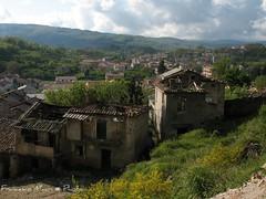 Centro Storico Cardinale (Cz) (luceinversa) Tags: abandoned calabria collina catanzaro scorcio ruderi cardinale abbandono scorci degrado macerie