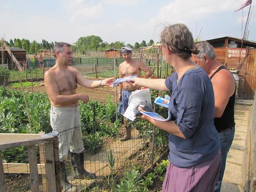 Maggio, distribuzione compost 7