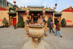 Thien Hau Temple (Chua Ba Thien Hau) (pinnee.) Tags: closeup temple pagoda vietnam temples southvietnam ancienttemples ancienttemple theanhoutemple thienhau thienhautemple thienhaupagoda vietnamtemples miu bnhdng chab thudaumot hoiquan chuaba ancientpagodas hiqun mieuba chuababinhduong pagodainvietnam pagodayard miuth mieutho vietnampagodas thinhumiu miubthinhu chabthdumt