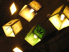 (xNstAbLe) Tags: uk verde green london unitedkingdom camden lightbulbs londra camdentown granbretagna warmcolours lampadine