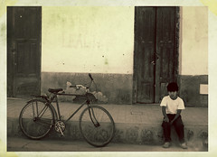 la bici que soñaba con ser scooter (quino para los amigos) Tags: old boy white black argentina bike bicycle wall pared blackwhite model waiting alone child ronaldinho bicicleta dirty bici wait playboy chico niño espera maradona salta norte jujuy tucumán onlythebestare top20argentina miargentina