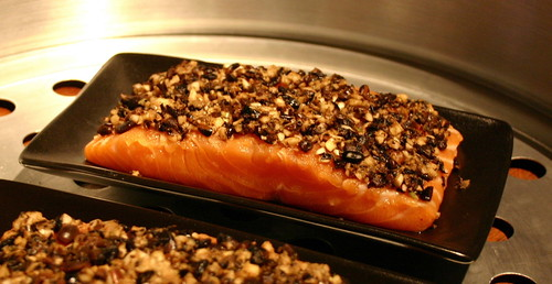 Steaming salmon till tender