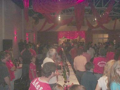 Público presente en la cena de bienvenida a Independiente y en la inauguración de la Peña -Dale Rojo-