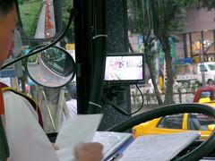 101免費接駁巴士裡四畫面的LCD