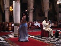 Palacio Restaurante Marrakech 20 danza del vientre (Rafael Gomez - http://micamara.es) Tags: en del de la danza restaurante viajes morocco maroc marrakech medina marruecos vientre marokko marrocos palacio
