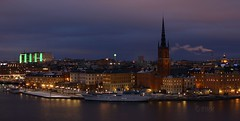 The Knights Islet and beyond ( B i b b i ) Tags: green canon cityscape sweden stockholm yacht skyskrapers sverige 2008 30d riddarholmskyrkan htorgsskraporna riddarholmen grn canon30d mlardrottningen theknightsislet htorgshusen emotionalcities wrangelskapalatset thewrangelpalace sveahovrtt thesveacourtofappeal theriddarholmenchurch