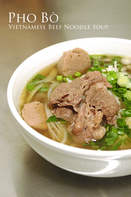 ... .: Pho Bo: Vietnamese Beef Noodle Soup Recipe - Something's Missing