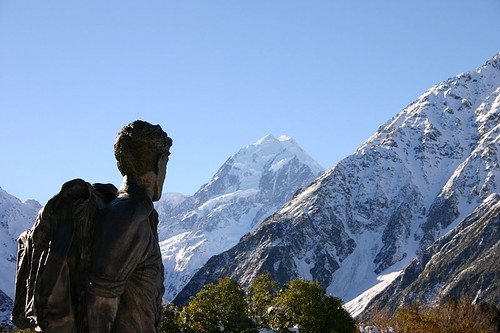 800px-Hillary_statue_and_Mount_Cook