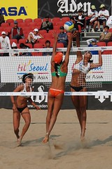 Too High? () Tags: women attack womens beachvolleyball seoul donne block mulheres juliana mujeres femmes nationalteam vrouwen frauen   kobiety republicofkorea  fivb eny nationalmannschaft kvinder zhangyi landslaget  naiset   femei reprezentacija  squadranazionale vleyplaya kvinnor  equiponacional  songpagu  ene   echipanationala chenxue   swatchfivbworldtour hangangcitizenspark seoulopen bangidong  2008fivb  voleiboldepraia             lquipenationale nrodntm
