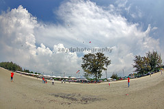 (muhamad zayd) Tags: kite beach mas cloudy fisheye zayd tokinalens 1017mm kitecomp zaydphotography muhamadzayd