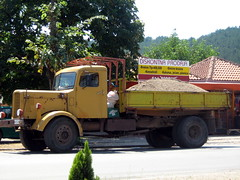 AF in Montenegro (Clanger's England) Tags: man classic yellow europe lorry montenegro 2007 af byrjw