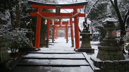 winter / snow / architecture / red / yoshida shrine, kyoto japan by momoyama