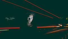 Entre rosto e luzes (henryrodrigues) Tags: luzes rosto lightpaint estrada car carros rastro