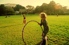(mirrorballet) Tags: sanfrancisco goldengatepark friends sun love grass hulahoops hill hippy haightashbury canonae1program hippys