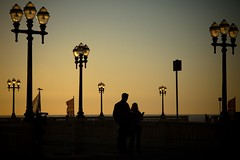 lightscape (trazmumbalde) Tags: street light sunset people portugal backlight contraluz pessoas europe paisagem porto rua lamps foz thechallengefactory