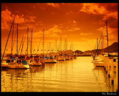 Barcos no mar dourado / Boats at golden sea (Photoart) (Fla Barbieri (Cokin Girl)) Tags: sea water gua boats golden mar barcos olympus dourado filter filtro cokin e500 blueribbonwinner 1445mm supershot mywinners platinumphoto anawesomeshot cameradeourobrasil impressedbeauty aplusphoto superbmasterpiece diamondclassphotographer flickrdiamond goldstaraward