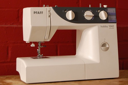 pfaff 1042 hobby sewing machine
