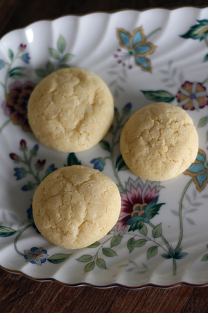 Lemony Semolina Cookies