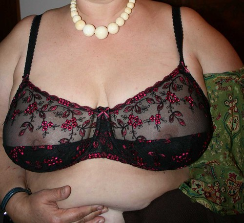 with and without women changing bra pics: womeninbras