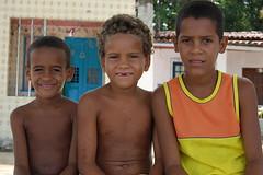 ....amigos (Ojo de vidrio) Tags: brazil people meninos kids children nios bahia latin future blackpeople ni crianas brazilians enfant brasileiros inocense childrenoftheworld maroons quilombos ilhademar kidsoftheworld islandphotos