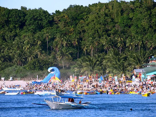Very Crowded Puerto Galera by Jun Acullador.