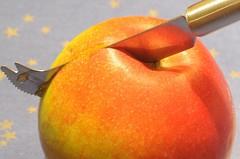 Apple (Trampelman) Tags: apple nikon knife micro d300 removedfromnikkorfortags afmicronikkor105mm trampelman