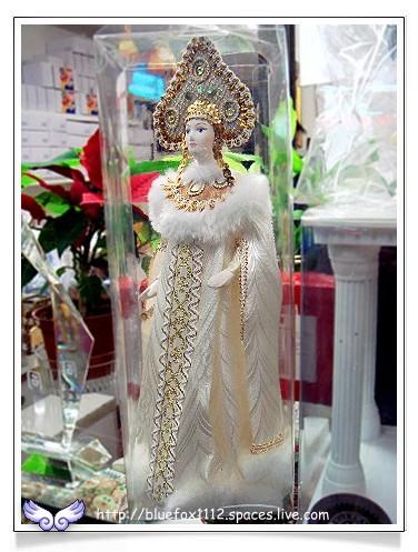 080515明星西點麵包廠02_櫥窗裡的俄羅斯女皇娃娃