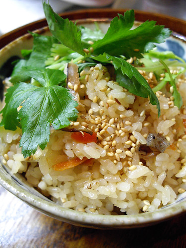 rice cooked with chicken and vegetables