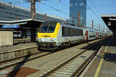 HLE 1356 + IC 2133 (Luxembourg 10:09 - Bruxelles-Midi 13:27), Bruxelles-Midi, 14th February 2017 (cfl1969) Tags: d7100 hle13 hle1356 alstom sncb nmbs bruxellesmidi