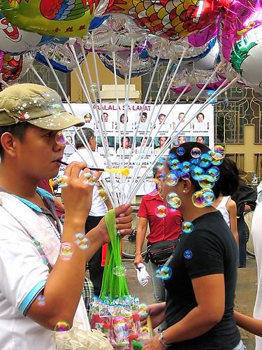 Quiapo Church, Manila, Philippines peddler baloon