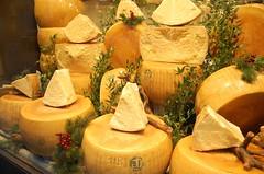 127 - Miln - Detalle de escaparate de quesos (F M T E) Tags: 2007 miln