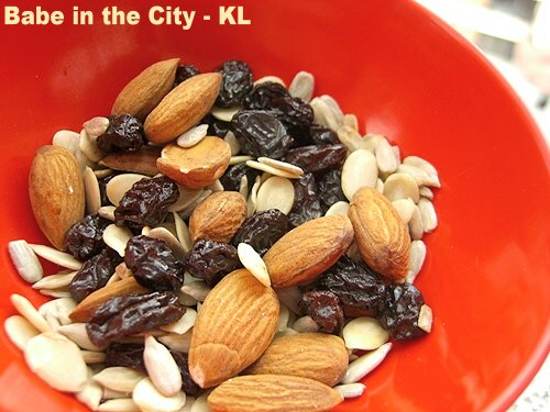 Raw almonds, sunflower seeds, pumpkin seeds and raisins