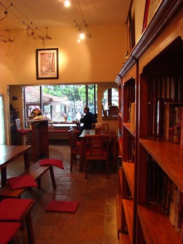 其實這是法國人開的咖啡店