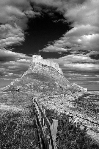 creative commons hi-res photo of the day:  Lindisfarne (1067 x 1600)