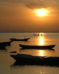 Boats at Pulau Lembongan (Tempo Dulu) Tags: sunset bali lembongan jungutbatu beautifulbali