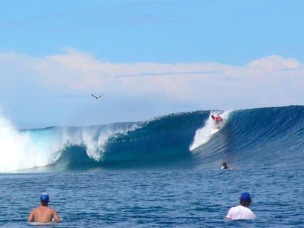 Teahupoo surfing 2