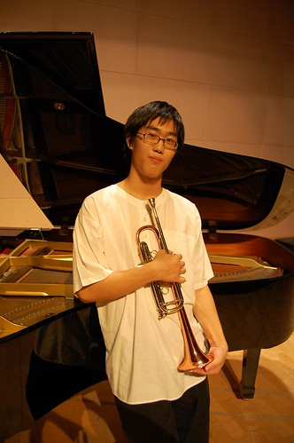 jin jun pose with trumpet