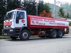 Algo de agua es siempre bueno... (Upper Uhs) Tags: water argentina argentine truck agua fires feuerwehr watertank bomberos brandweer iveco pompiers cisterna bombeiros straz argentinien villalaangostura sapeurspompiers camión neuquén