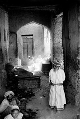 Oman in the seventies (Chris Kutschera) Tags: alley market ruelle oman marche nizwa sultanate