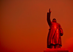 Go forward comrads! (HKmPUA) Tags: china red party nikon communist mao d200  nikkor chairman shanghaiist chairmanmao  maozedong statute changsha      20mmf28d 20mmf28af