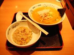 拉麵配炒飯