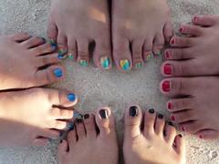 warna-warni kuku kaki.. hahaha by stella_griensiria