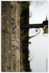 Observando (Cstor Villar) Tags: espaa art arte faces galicia santiagodecompostela caras esp acorua villar sabucedo catedraldesantiagodecompostela cathedralofsantiagodecompostela facescarvedinstone esculturasdepiedra cstorvillar esculturasdepiedraenlacatedraldesantiago