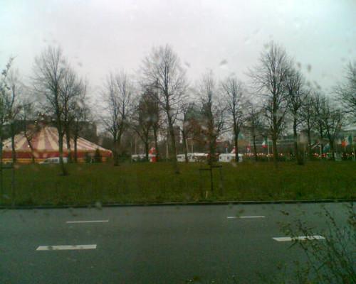 Kerstbomencircus staat weer op 't veld