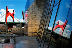 Bilbao - Muse Guggenheim (Georges_M) Tags: reflection art architecture modern rouge spain muse moderne bilbao bleu guggenheim titanium espagne paysbasque titane rflexion biscaye platinumphoto excellentphotographerawards