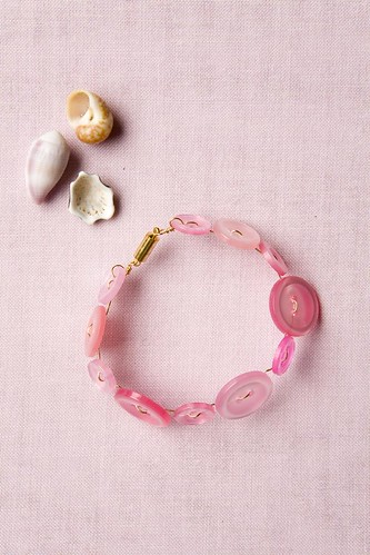 cute as a button bracelet - Bead Simple